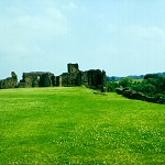 Richmond Castle: View towards Scotland's Hall and Gold Hole Tower at Richmond Castle.